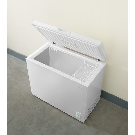 Model: AQC0701GRW | Amana 7.0 Cu. Ft. Compact Freezer with 1 Basket