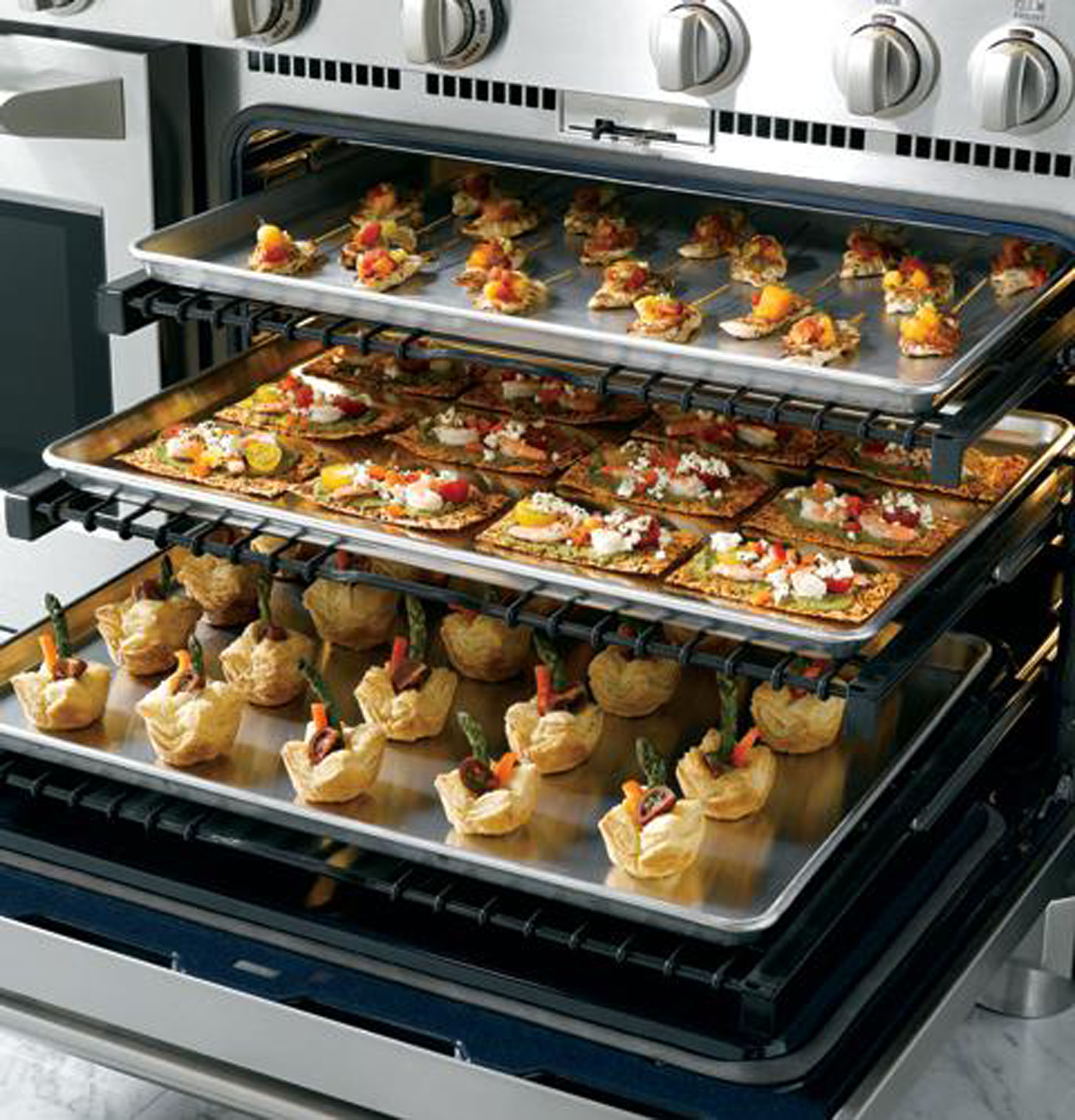 "Model: ZDP484NGPSS | Monogram Monogram 48"" Dual-Fuel Professional Range with 4 Burners, Grill, and Griddle (Natural Gas)"