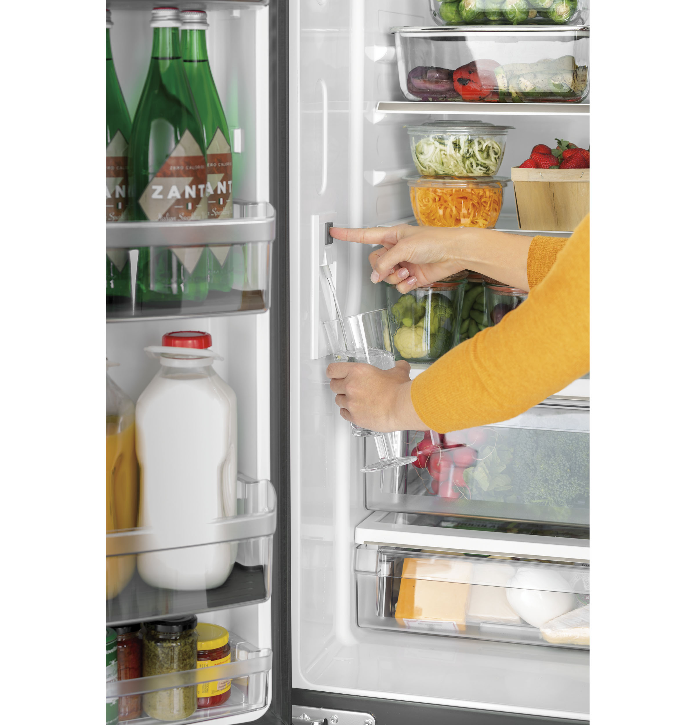 Model: CWE19SP2NS1 | Café™ ENERGY STAR® 18.6 Cu. Ft. Counter-Depth French-Door Refrigerator