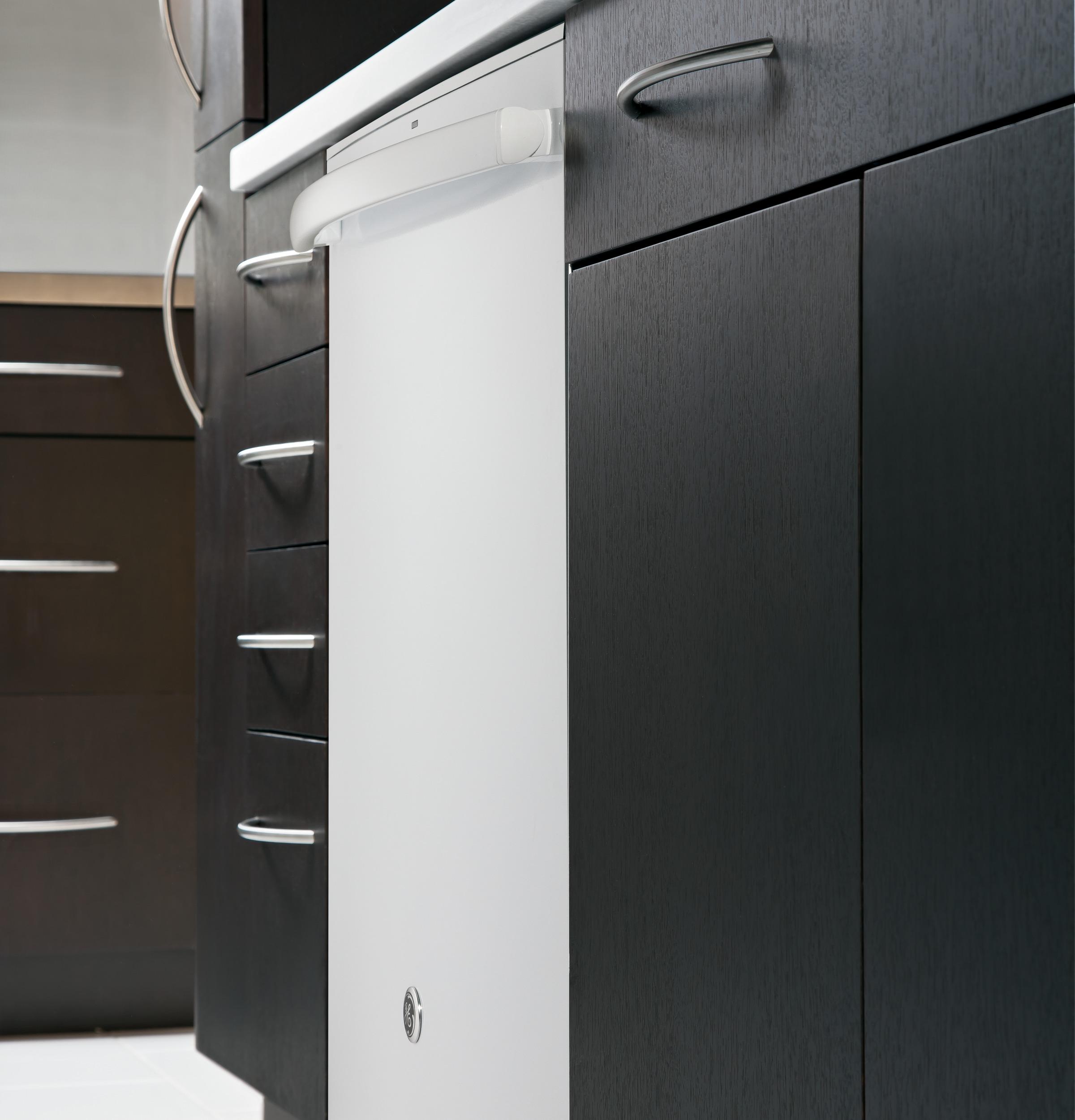 Model: GDT695SGJWW | GE® Stainless Steel Interior Dishwasher with Hidden Controls