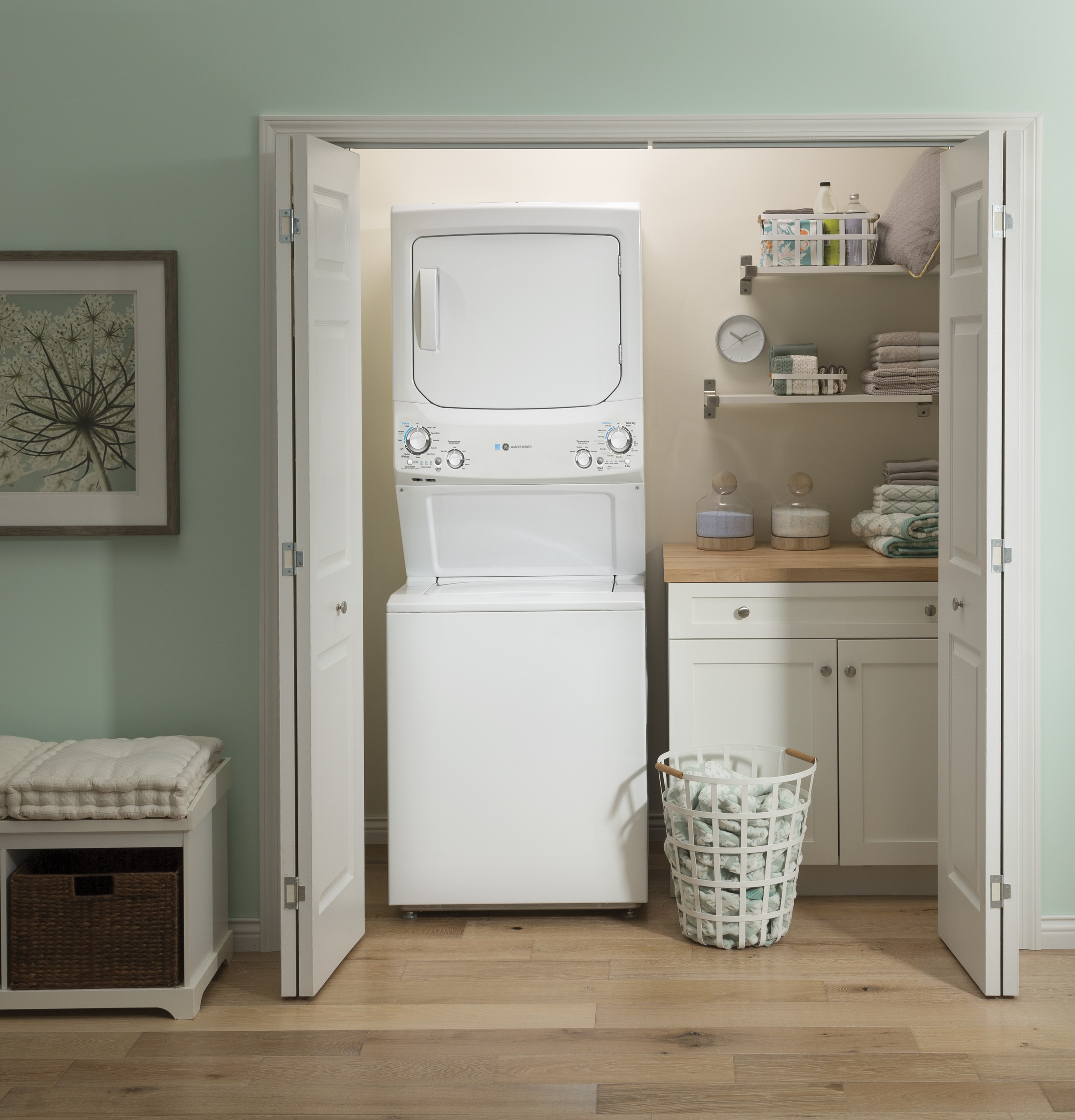 Model: GUD27GESNWW | GE GE Unitized Spacemaker® 3.9 cu. ft. Capacity Washer with Stainless Steel Basket and 5.9 cu. ft. Capacity Gas Dryer