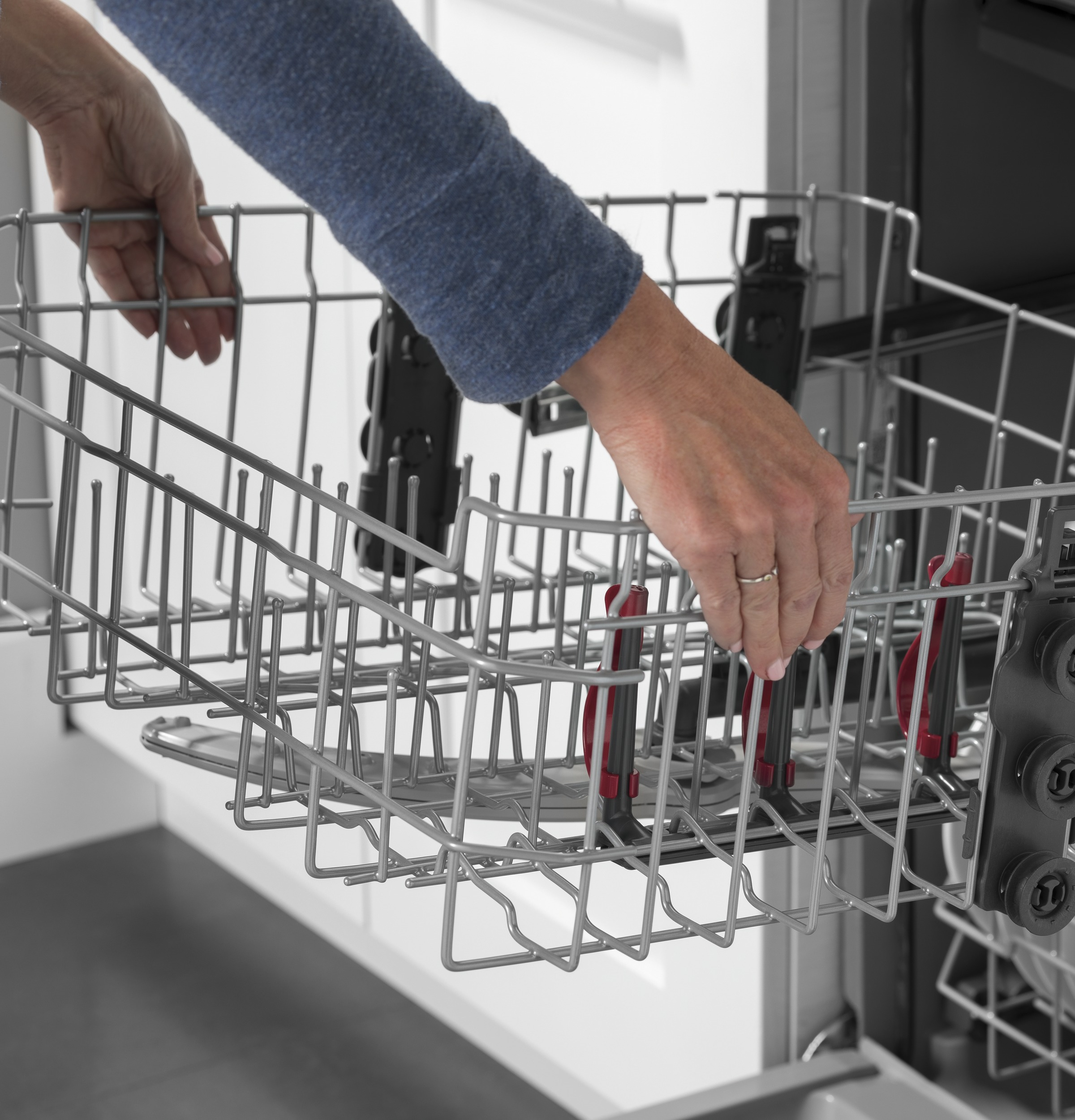 Model: GDT605PGMBB | GE GE® Top Control with Plastic Interior Dishwasher with Sanitize Cycle & Dry Boost