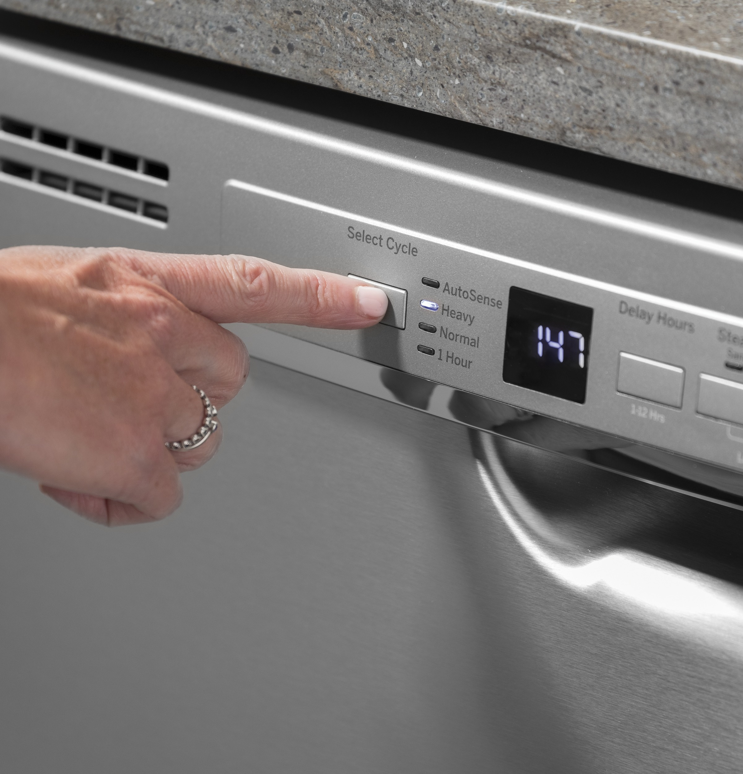 Model: GDF511PGMBB | GE GE® Dishwasher with Front Controls and Power Cord