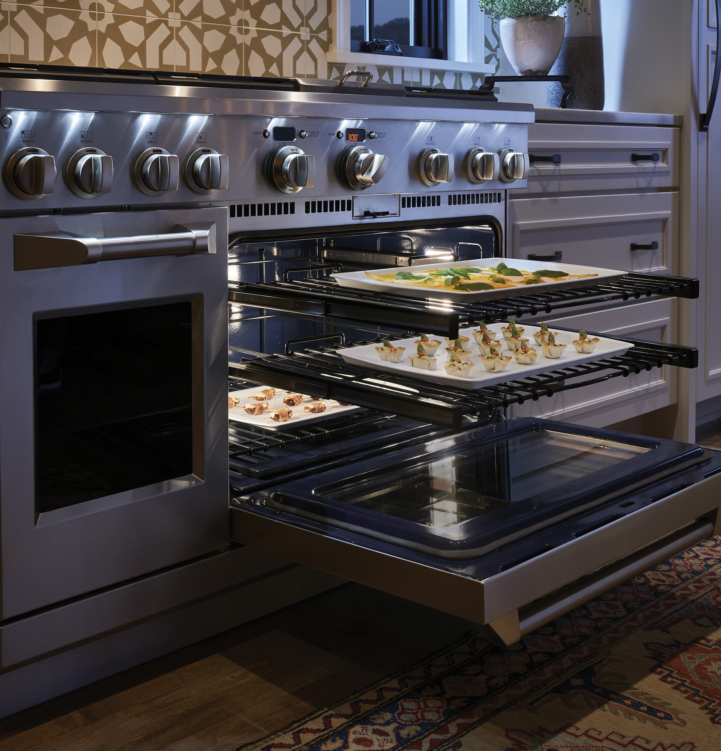 "Model: ZDP486NDPSS | Monogram Monogram 48"" Dual-Fuel Professional Range with 6 Burners and Griddle (Natural Gas)"