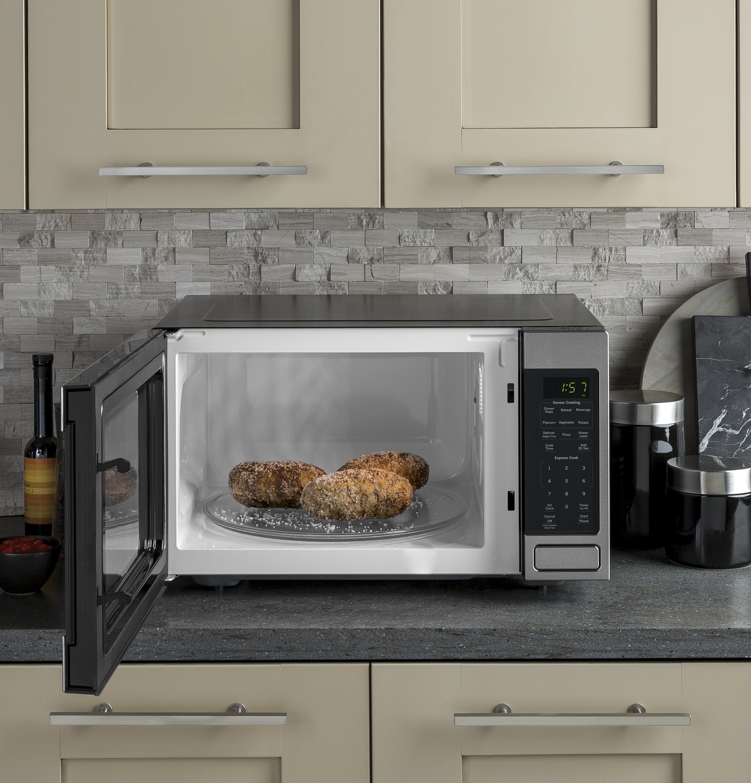 Model: JES1657SMSS | GE GE® 1.6 Cu. Ft. Countertop Microwave Oven