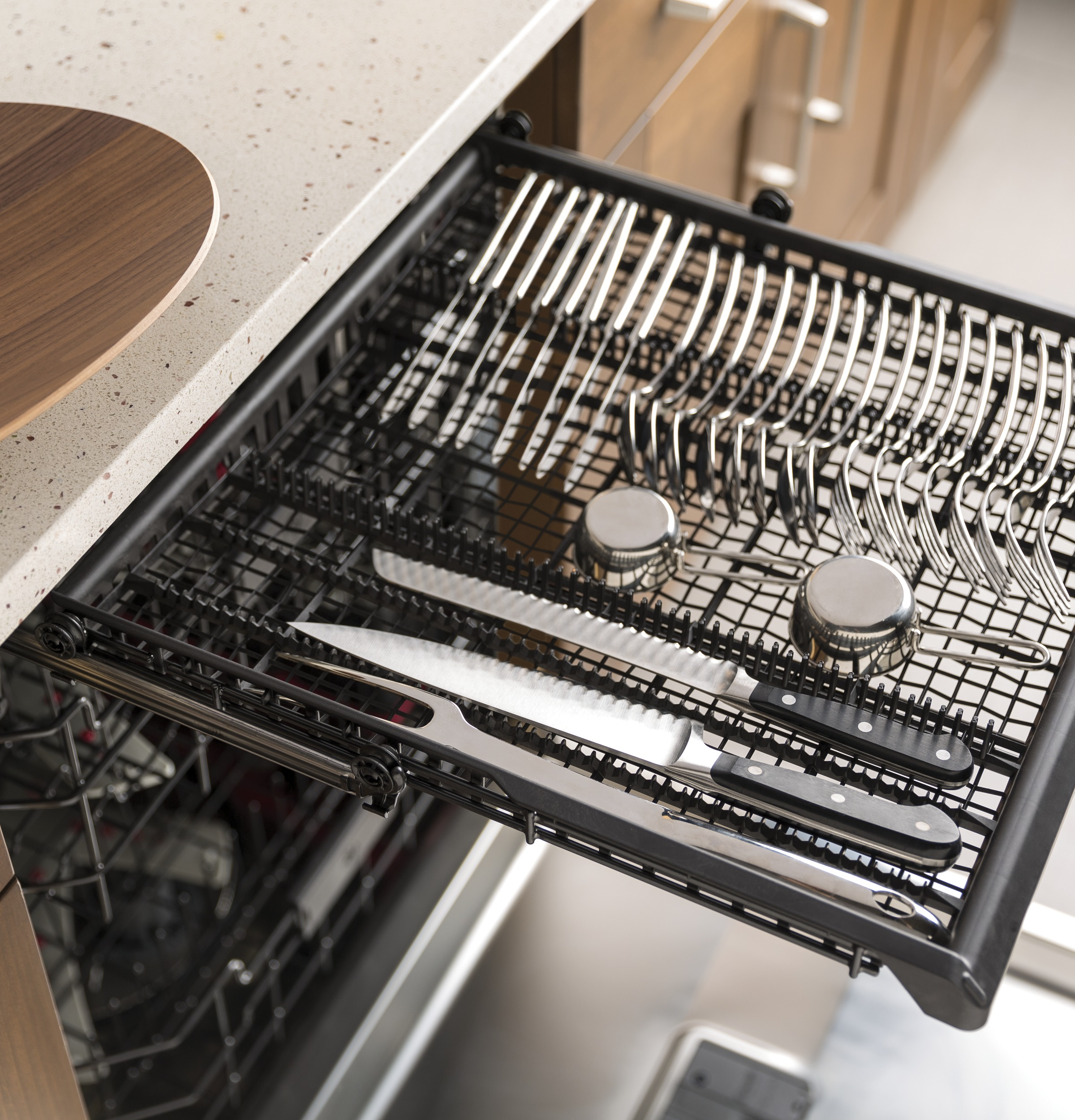 Model: GDP695SBMTS | GE GE® Stainless Steel Interior Dishwasher with Hidden Controls