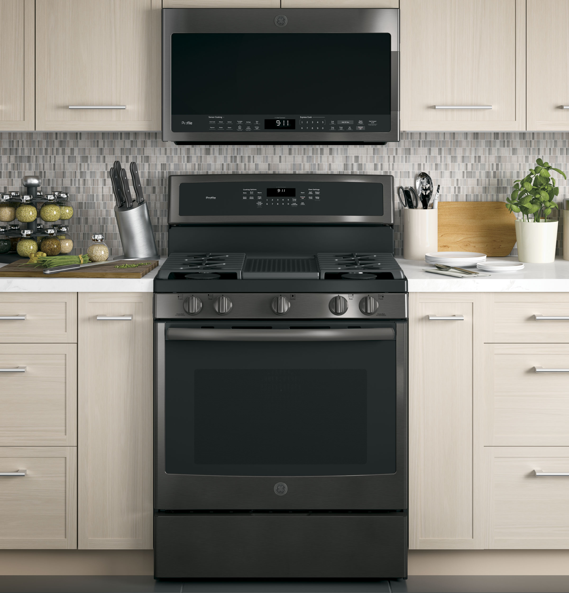 """Profile GE Profile™ Series 30"""" Free-Standing Gas Convection Range"""
