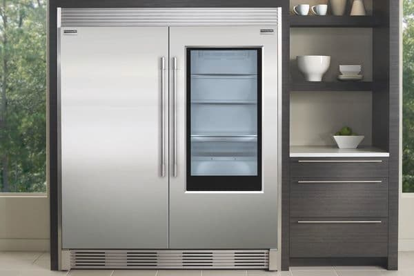 Model: FPGU19F8TF | 19 Cu. Ft. Glass Single-Door Refrigerator