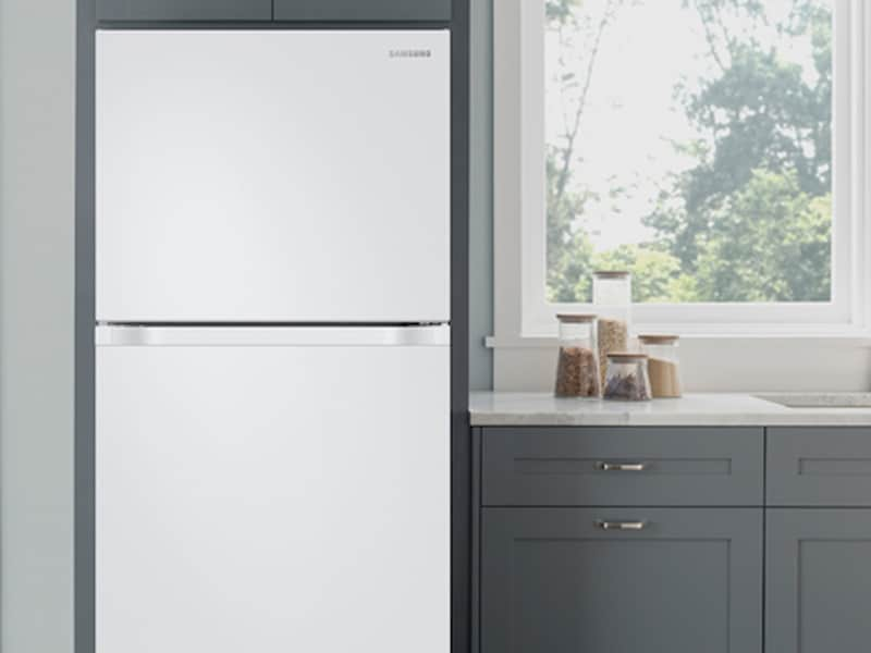 Model: RT18M6213WW | Samsung 18 cu. ft. Capacity Top Freezer Refrigerator with FlexZone™