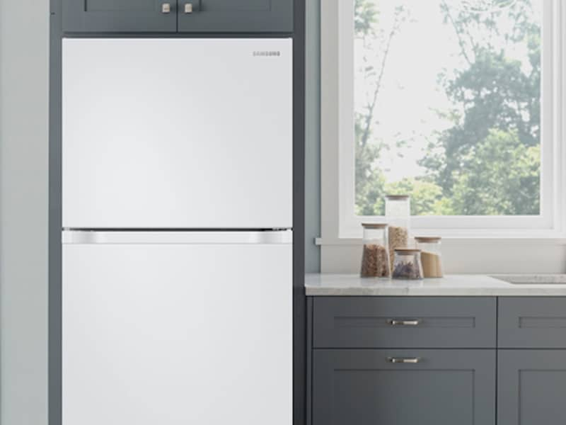 Model: RT18M6215WW | Samsung 18 cu. ft. Capacity Top Freezer Refrigerator with FlexZone™ and Automatic Ice Maker