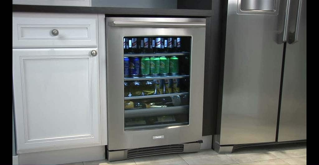 "Model: EI24BC10QS | Electrolux 24"" Under Counter Beverage Center with Right Hand Door Swing"