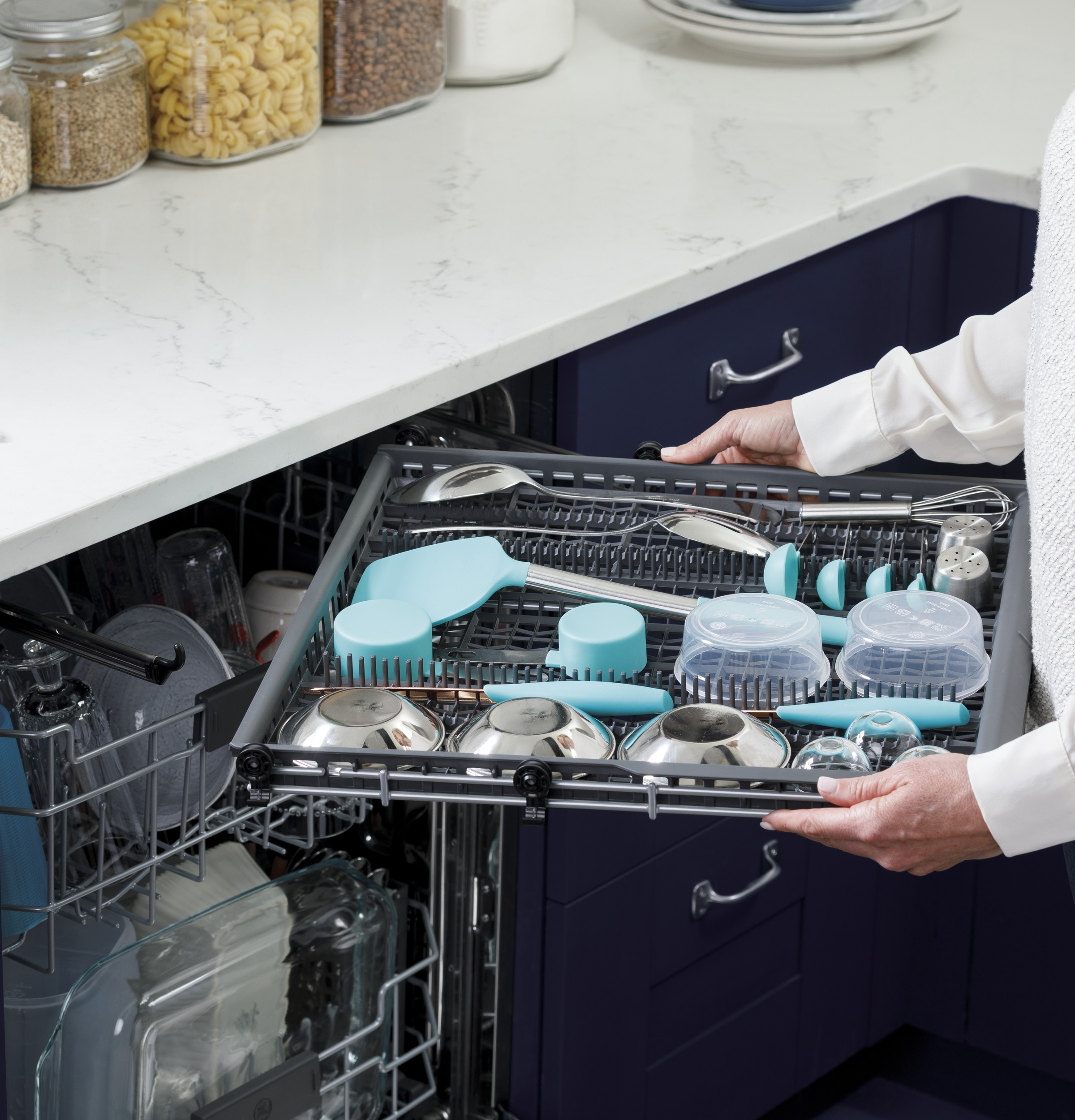Model: GDT665SGNWW | GE GE® Top Control with Stainless Steel Interior Dishwasher with Sanitize Cycle & Dry Boost with Fan Assist