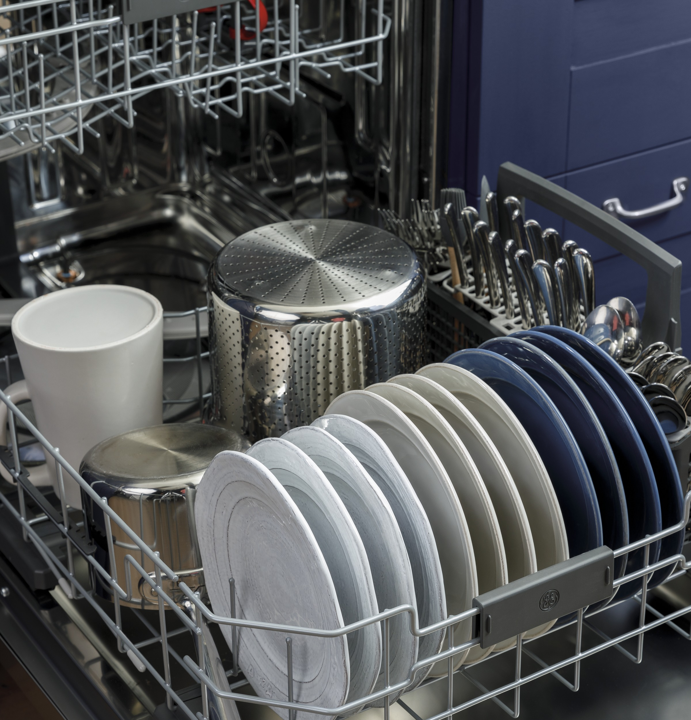 Model: GDF645SGNWW | GE GE® Front Control with Stainless Steel Interior Dishwasher with Sanitize Cycle & Dry Boost