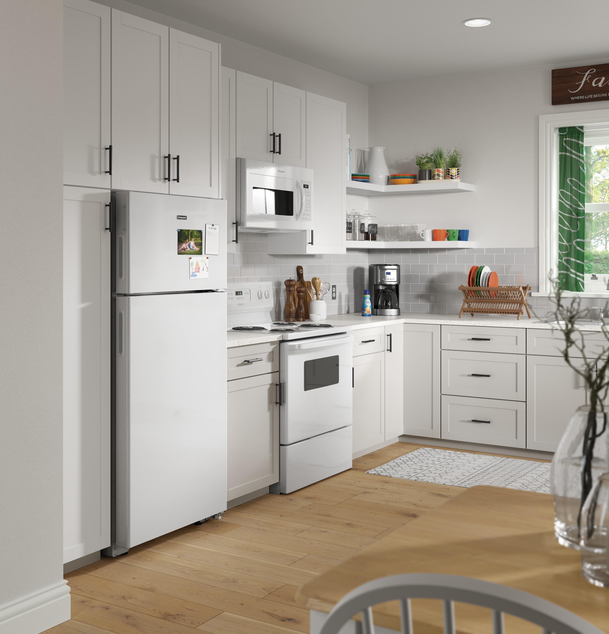 Model: HPS18BTHWW   Hotpoint Hotpoint® 17.5 Cu. Ft. Top-Freezer Refrigerator