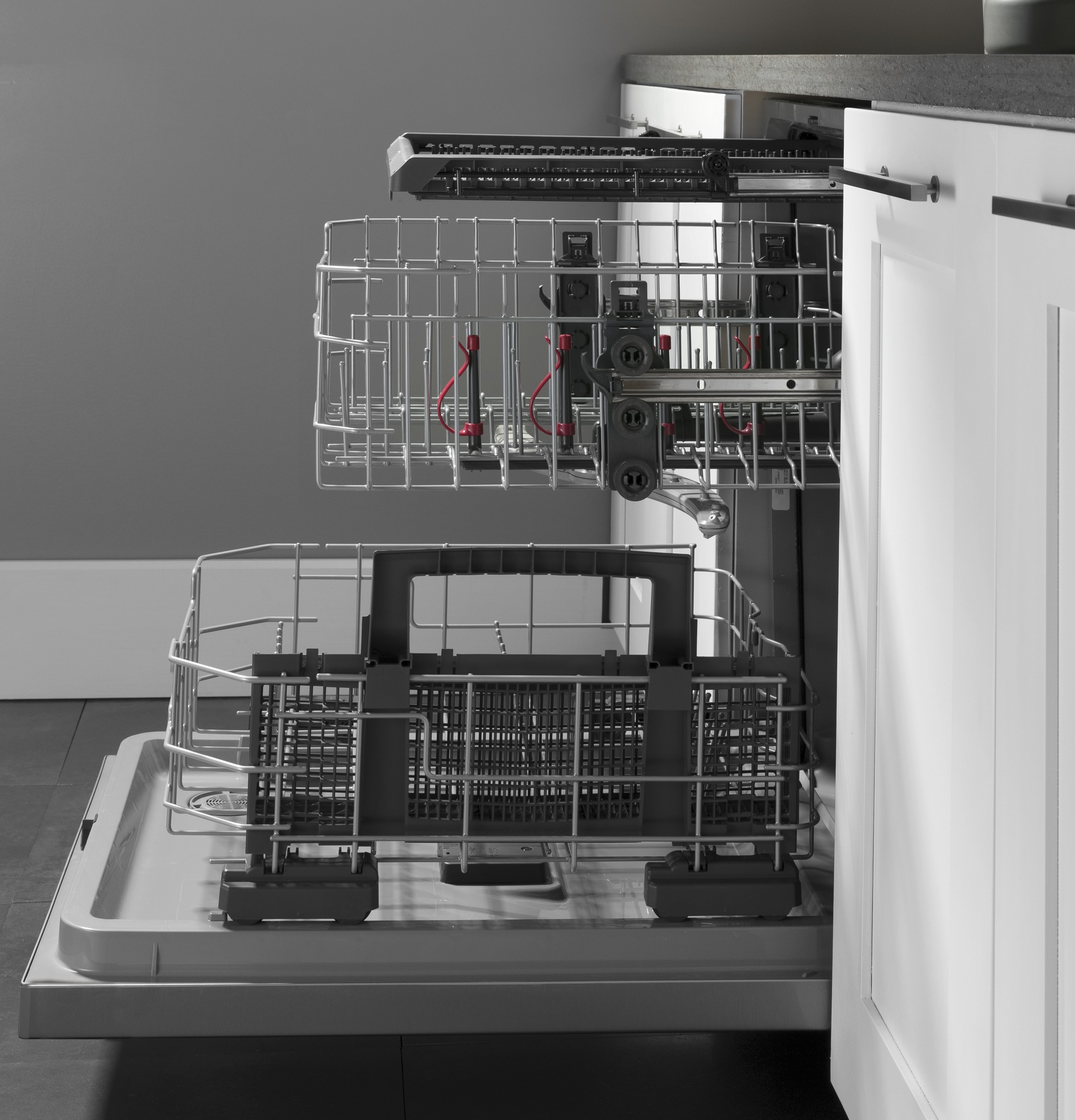 Model: GDT630PFMDS | GE GE® Top Control with Plastic Interior Dishwasher with Sanitize Cycle & Dry Boost