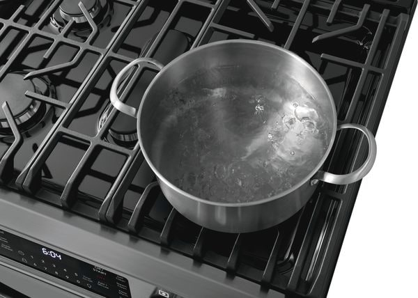 """Model: FGGH3047VFX   Frigidaire Gallery 30"""" Front Control Gas Range with Air Fry - Used, Like New"""