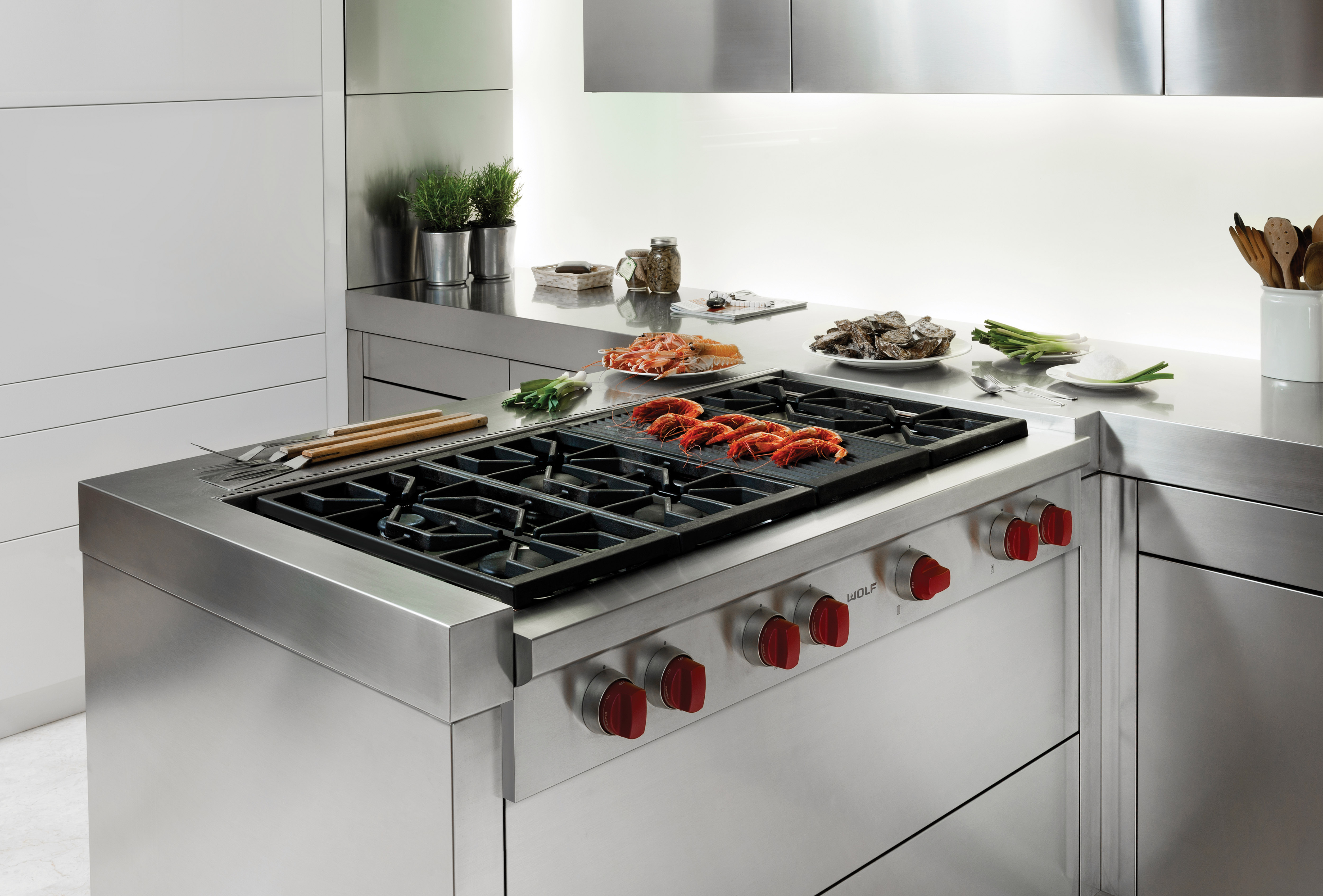 "Model: SRT486C-LP | Wolf 48"" Sealed Burner Rangetop - 6 Burners and Infrared Charbroiler"
