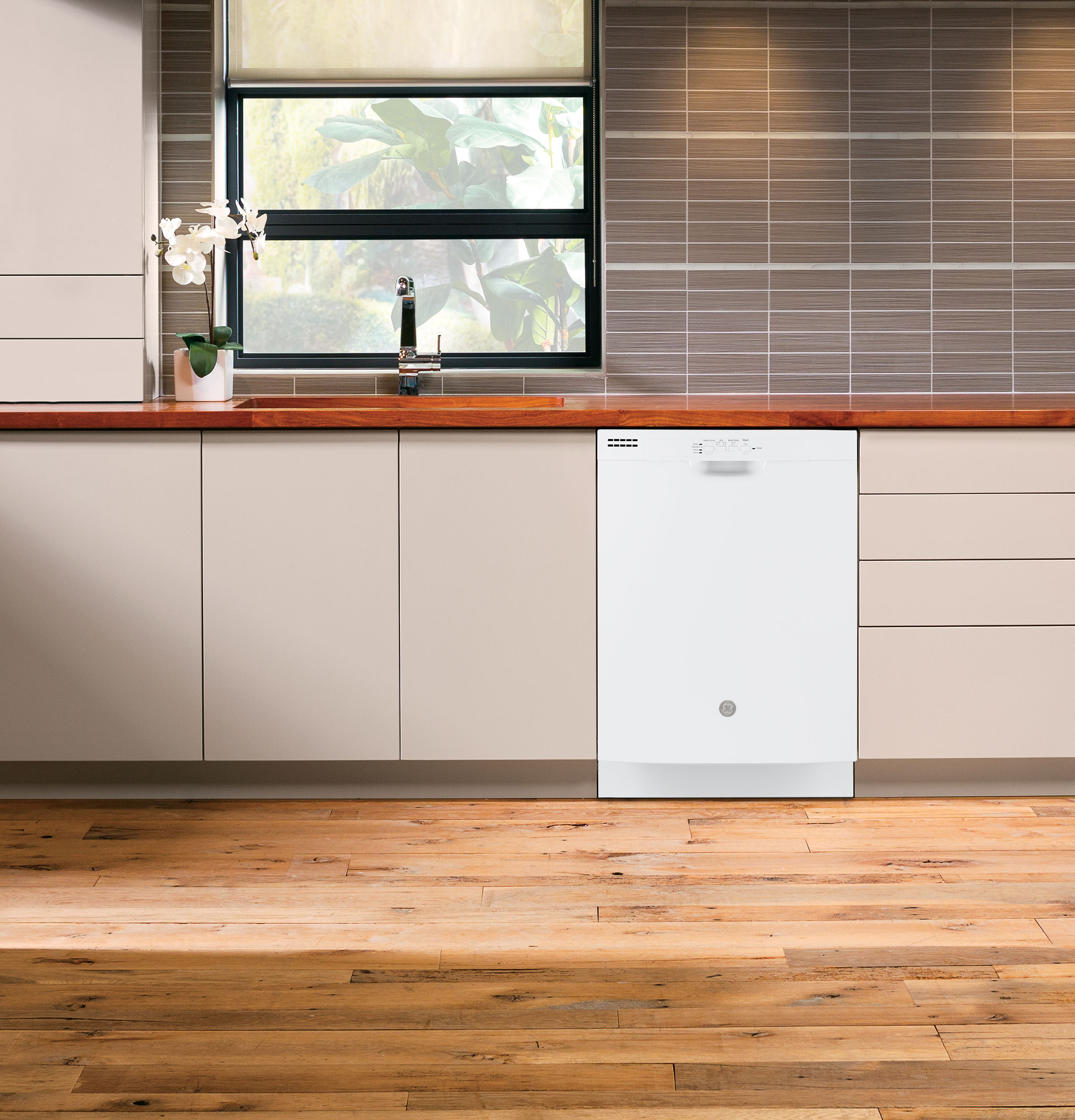 Model: GDF511PGMWW | GE GE® Dishwasher with Front Controls and Power Cord