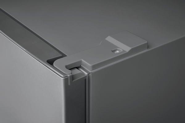 Model: FFET1022UB | Frigidaire 10.1 Cu. Ft. Top Freezer Apartment-Size Refrigerator