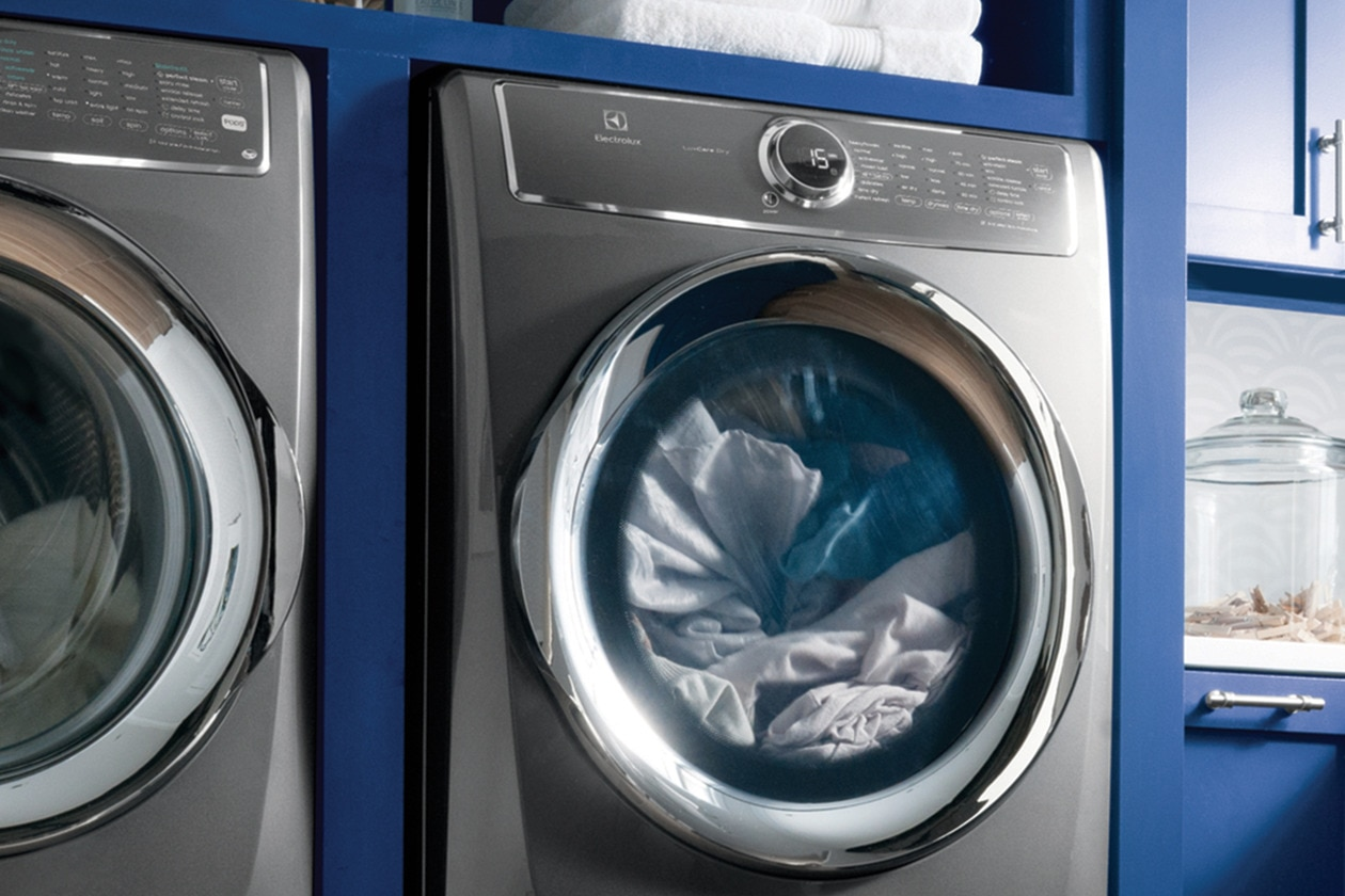 Model: EFMG627UIW | Electrolux Front Load Perfect Steam™ Gas Dryer with PredictiveDry™ and Instant Refresh - 8.0. Cu. Ft.
