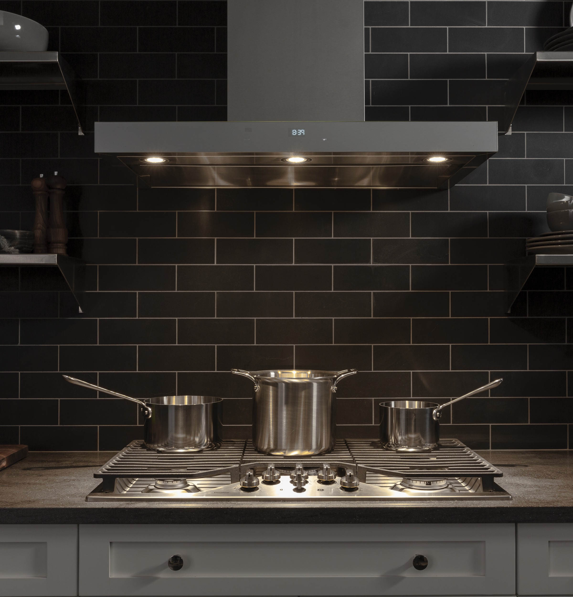 """Model: PGP9036SLSS   GE Profile GE Profile™ 36"""" Built-In Tri-Ring Gas Cooktop with 5 Burners and Included Extra-Large Integrated Griddle"""