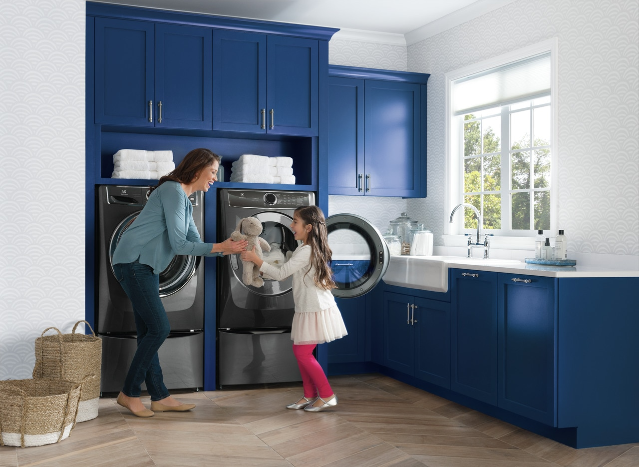 Model: EFME627UTT | Electrolux Front Load Perfect Steam™ Electric Dryer with PredictiveDry™ and Instant Refresh - 8.0. Cu. Ft.