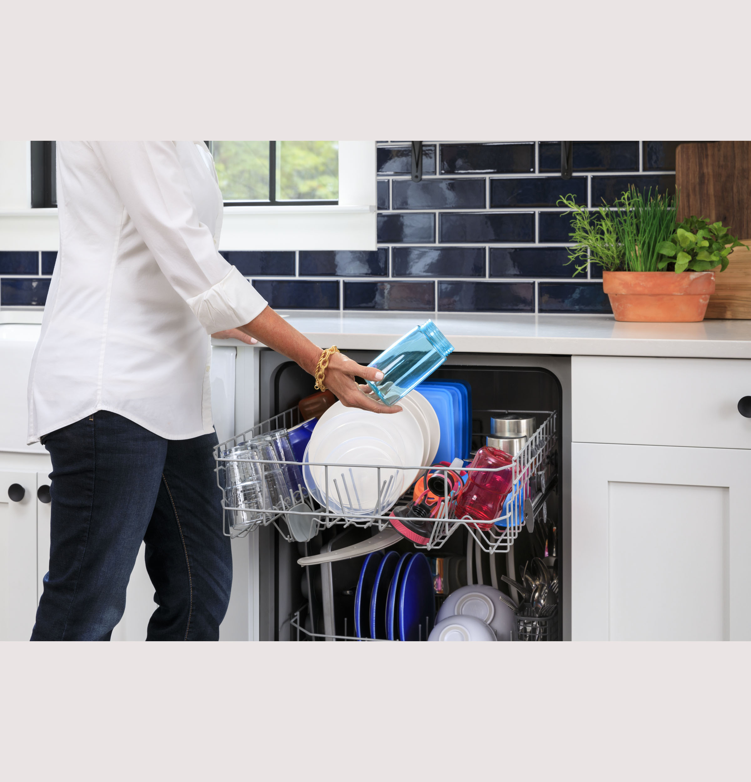 Model: GDF450PGRWW | GE GE® Dishwasher with Front Controls
