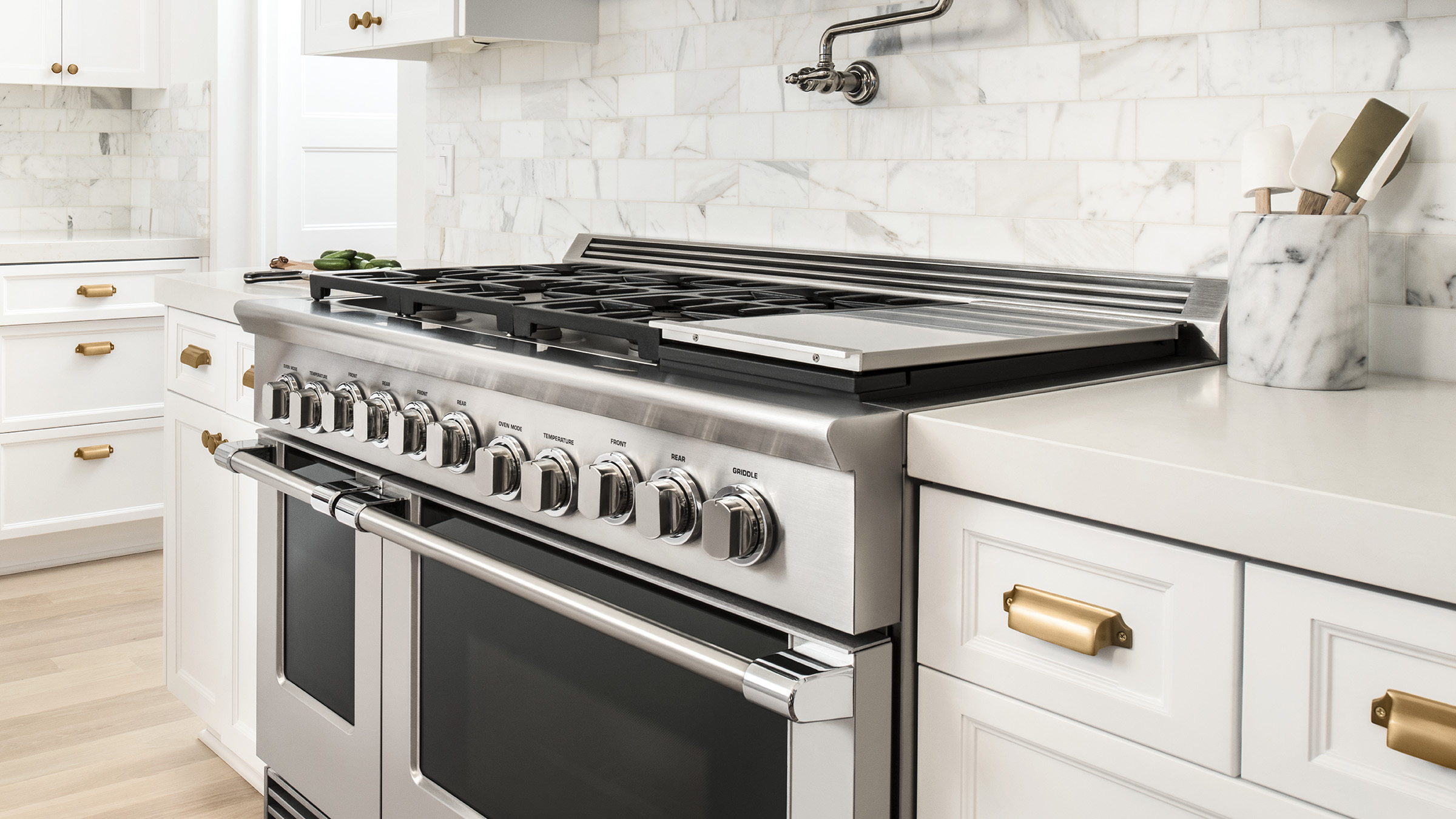 "Model: RGV2-485GD-N_N | Fisher and Paykel Gas Range, 48"", 5 Burners with Griddle"