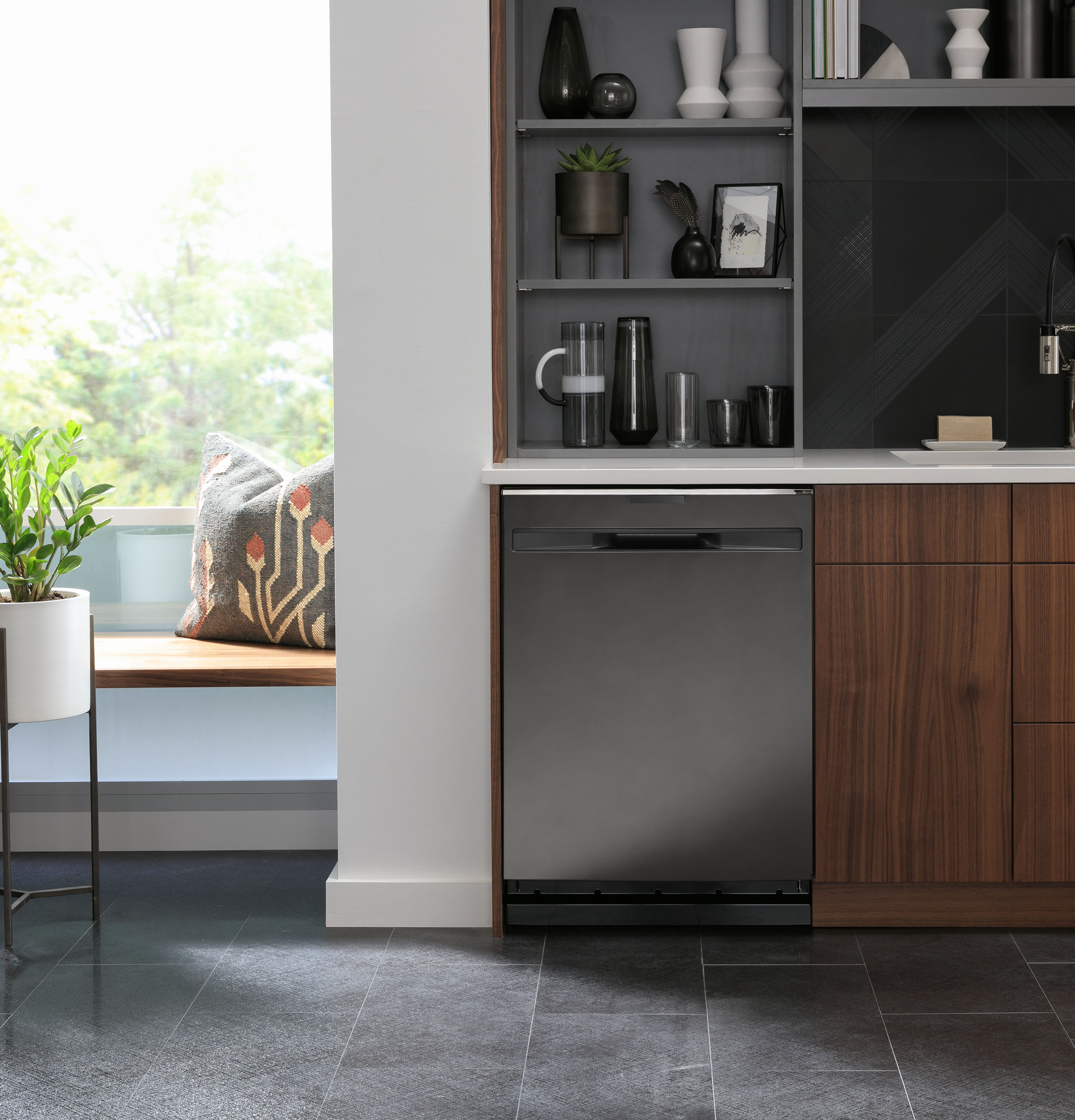 Model: PDP715SBNTS | GE Profile GE Profile™ Top Control with Stainless Steel Interior Dishwasher with Sanitize Cycle & Dry Boost with Fan Assist