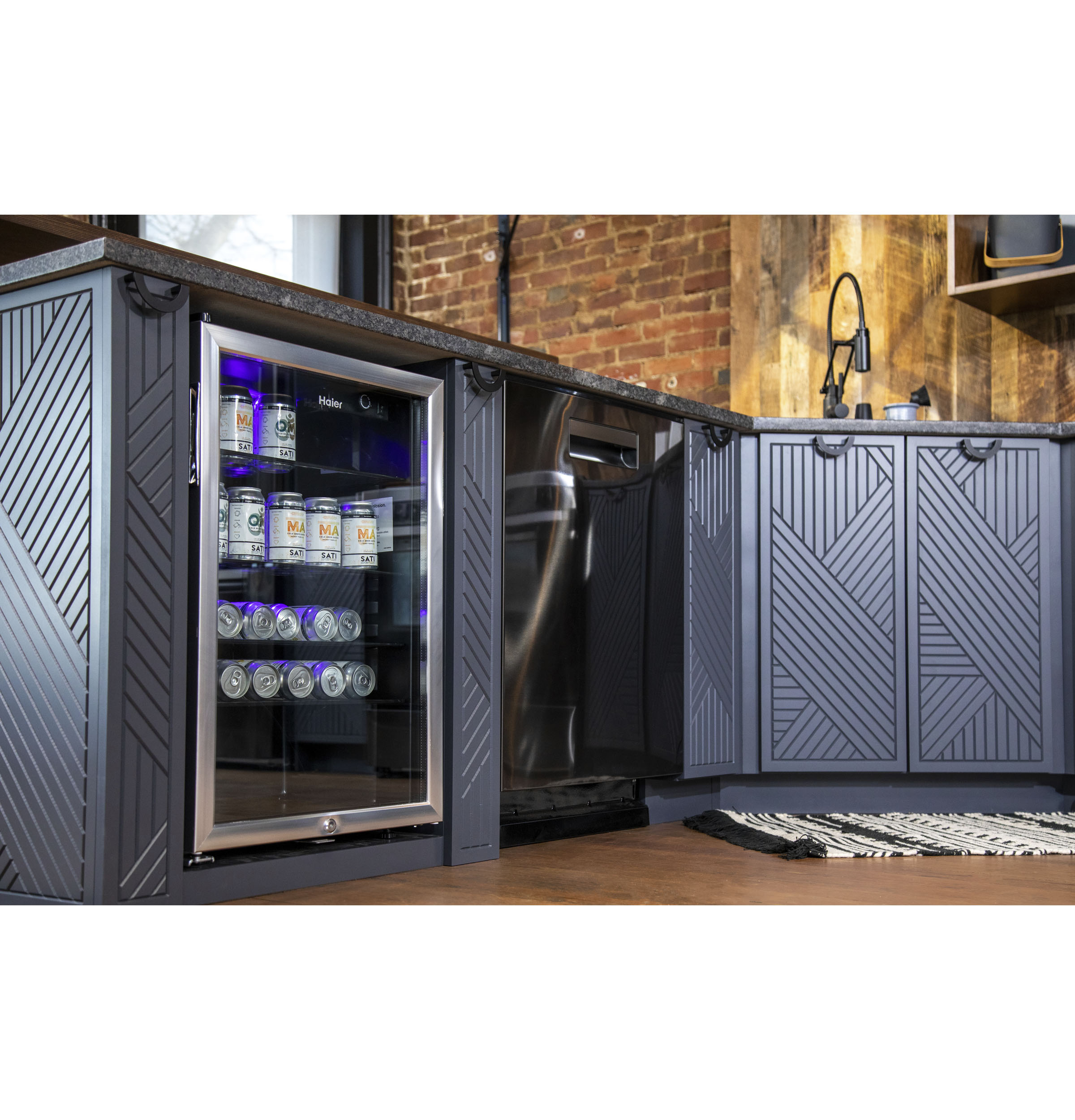 Model: HEBF100BXS | Haier 150-Can Beverage Center