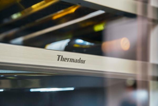 Thermador T24IW900SP, Wine cooler with glass door