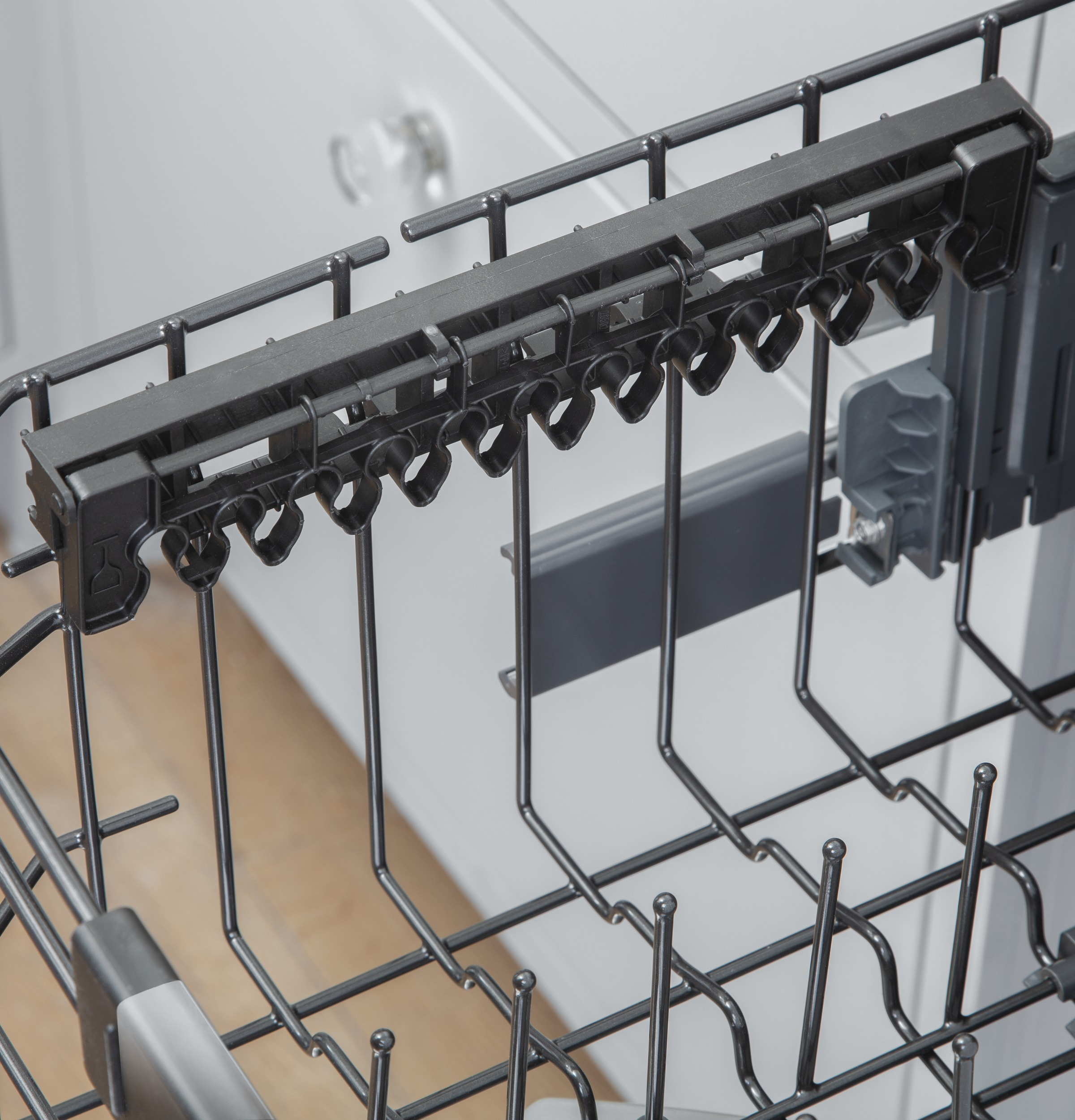 Model: CDT845M5NS5 | Cafe Café™ Stainless Steel Interior Dishwasher with Sanitize and Ultra Wash & Dry in Platinum Glass