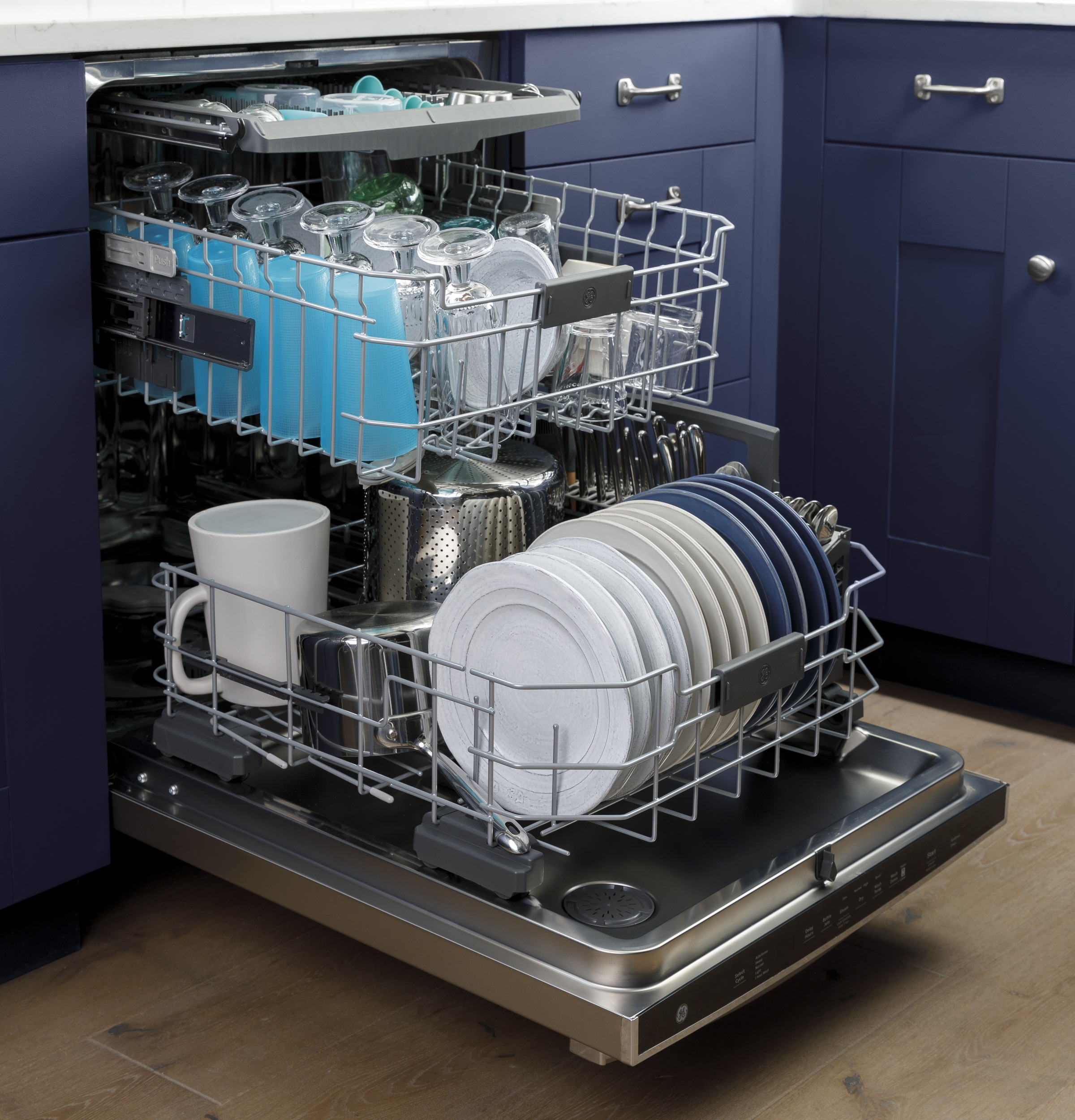 Model: GDT665SGNWW   GE GE® Top Control with Stainless Steel Interior Dishwasher with Sanitize Cycle & Dry Boost with Fan Assist