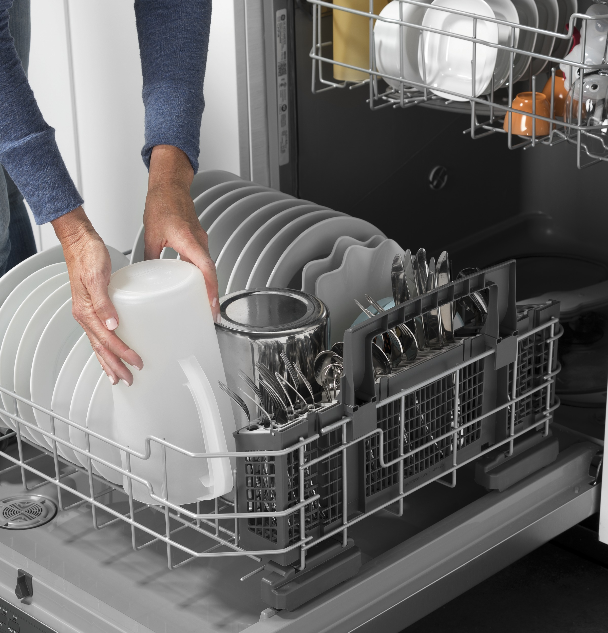 Model: GDF630PMMES   GE GE® Front Control with Plastic Interior Dishwasher with Sanitize Cycle & Dry Boost