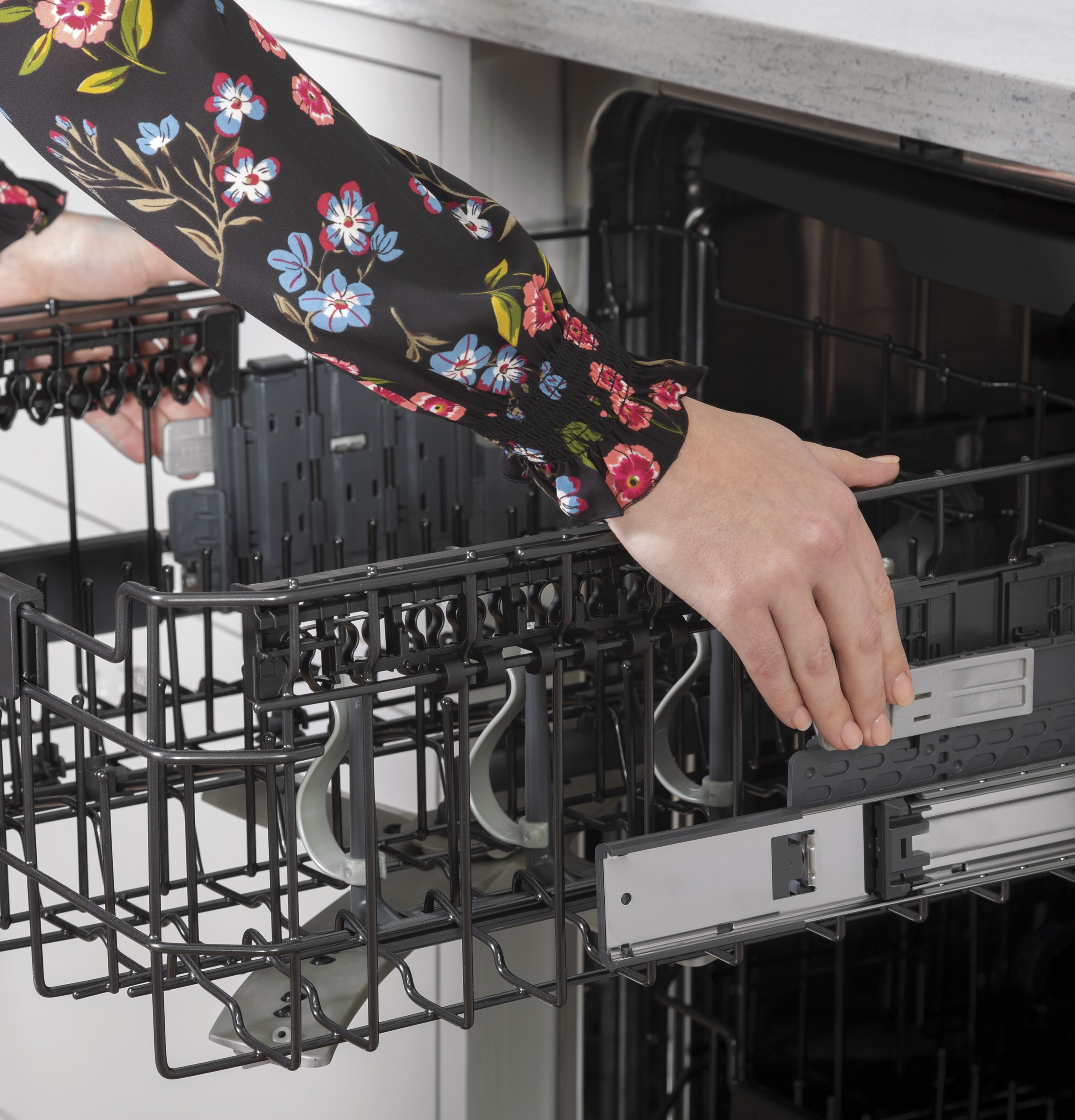 Model: CDT805M5NS5 | Cafe Café™ Stainless Steel Interior Dishwasher with Sanitize and Ultra Wash & Dry in Platinum Glass