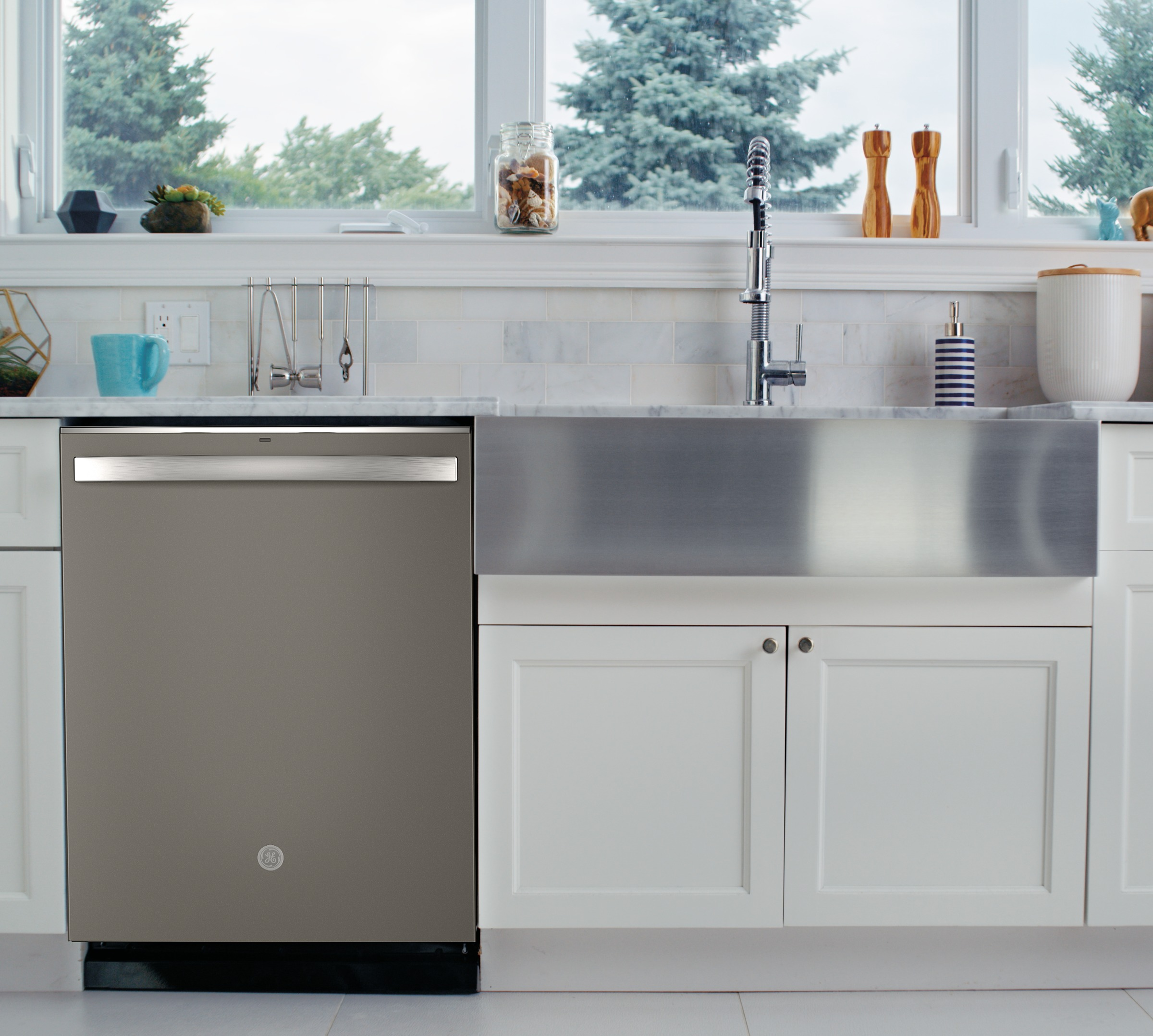 Model: GDT645SMNES | GE GE® Top Control with Stainless Steel Interior Dishwasher with Sanitize Cycle & Dry Boost with Fan Assist