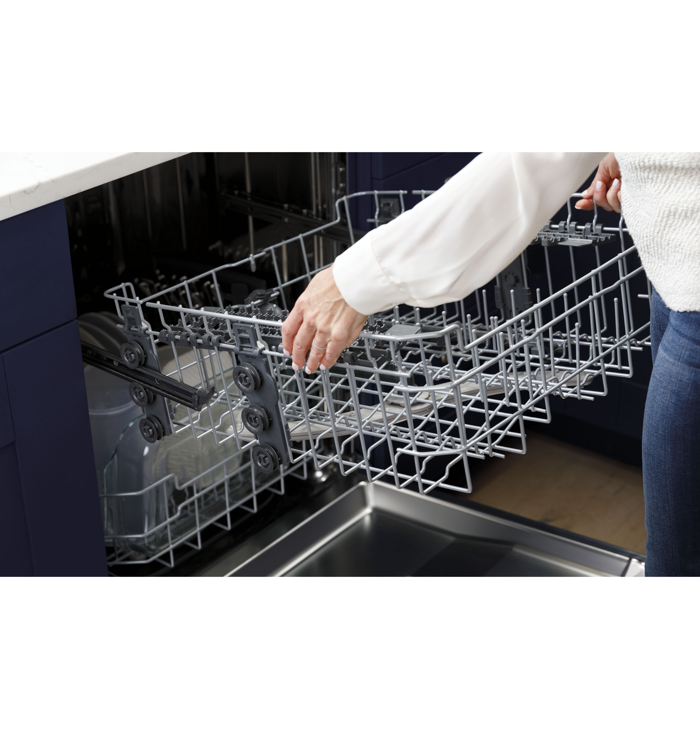 Model: GDT530PMPES | GE GE® Top Control with Plastic Interior Dishwasher with Sanitize Cycle & Dry Boost