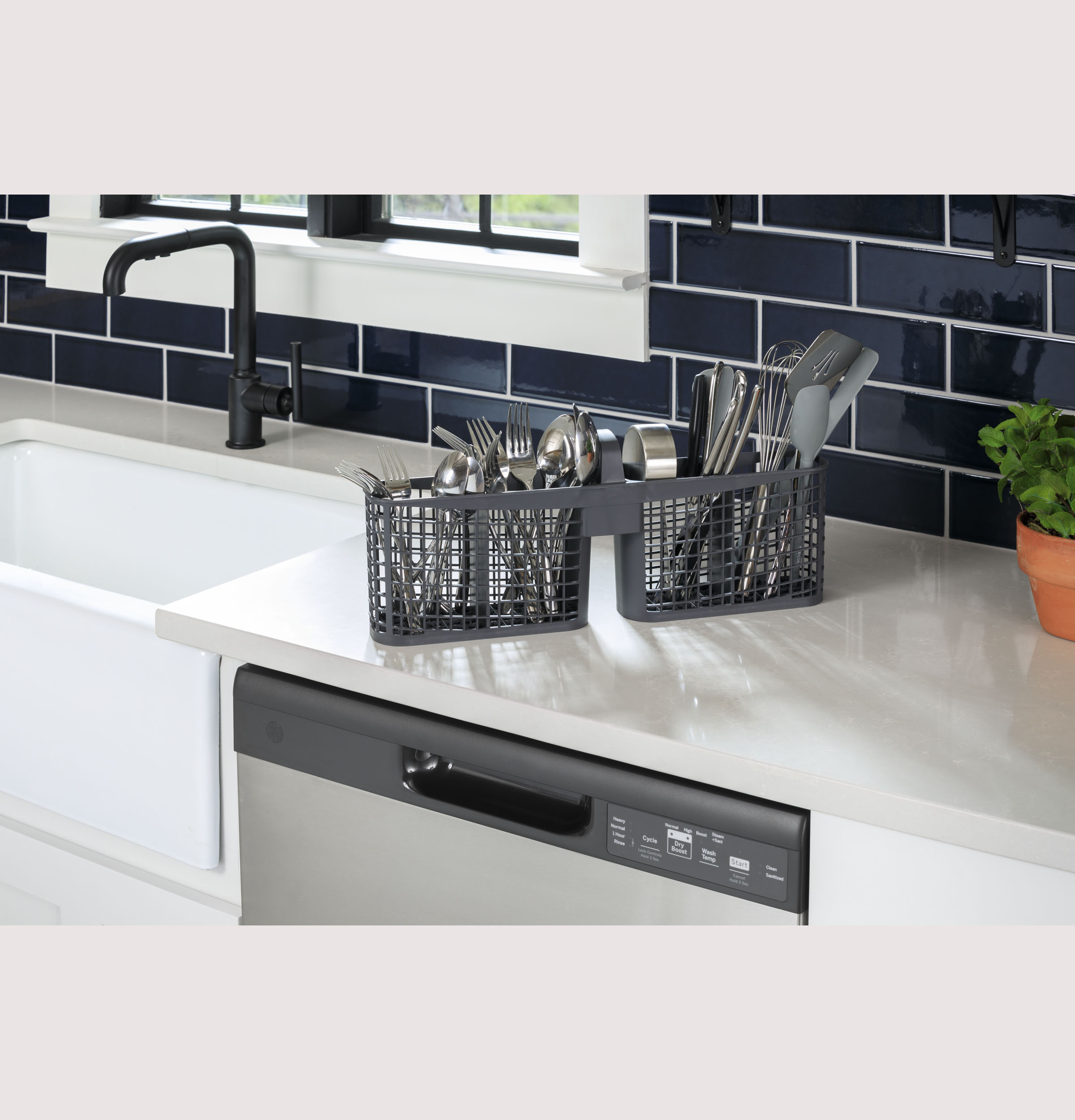Model: GDF535PGRCC | GE GE® Dishwasher with Front Controls
