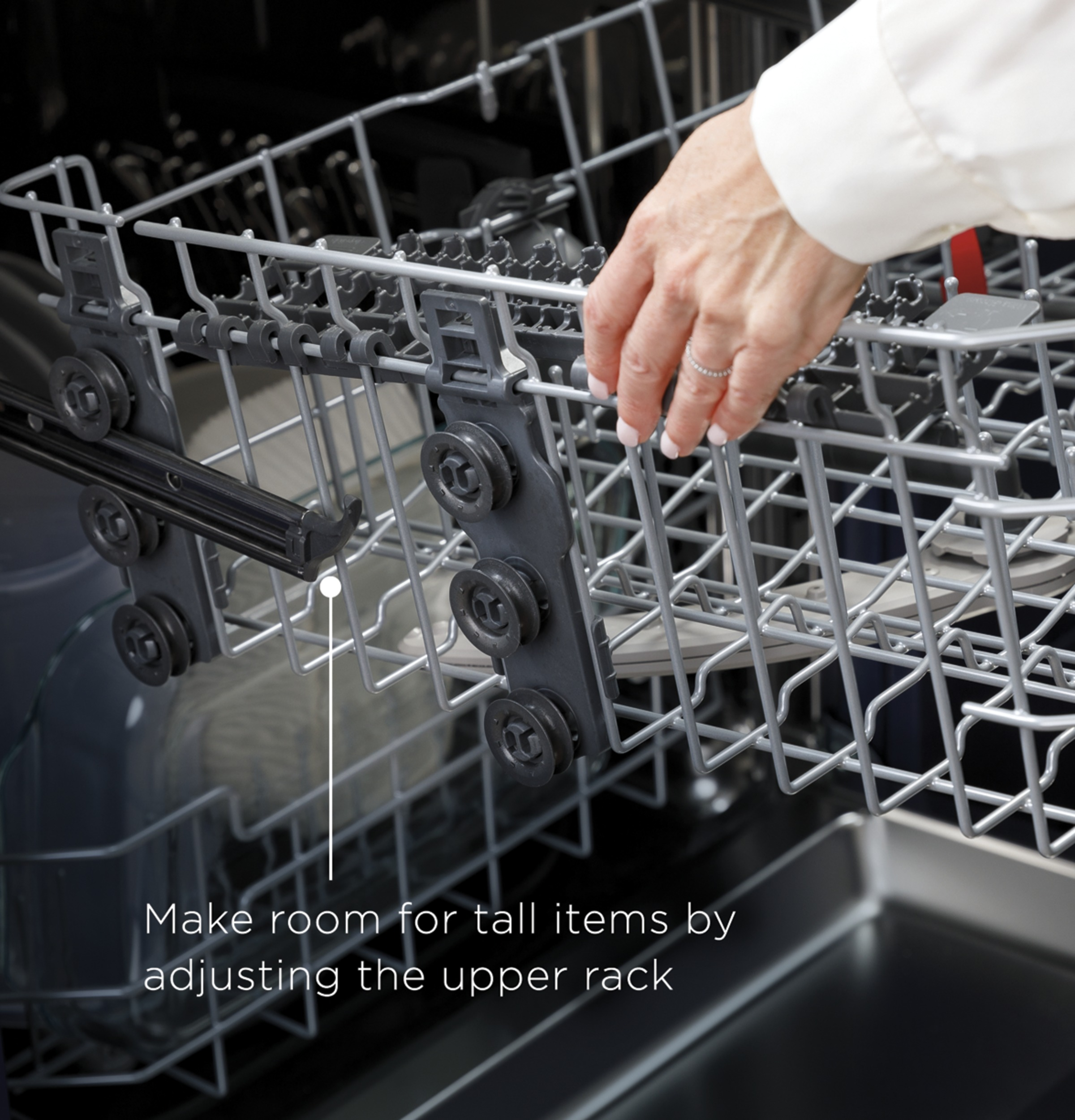 Model: GDF645SGNBB   GE GE® Front Control with Stainless Steel Interior Dishwasher with Sanitize Cycle & Dry Boost