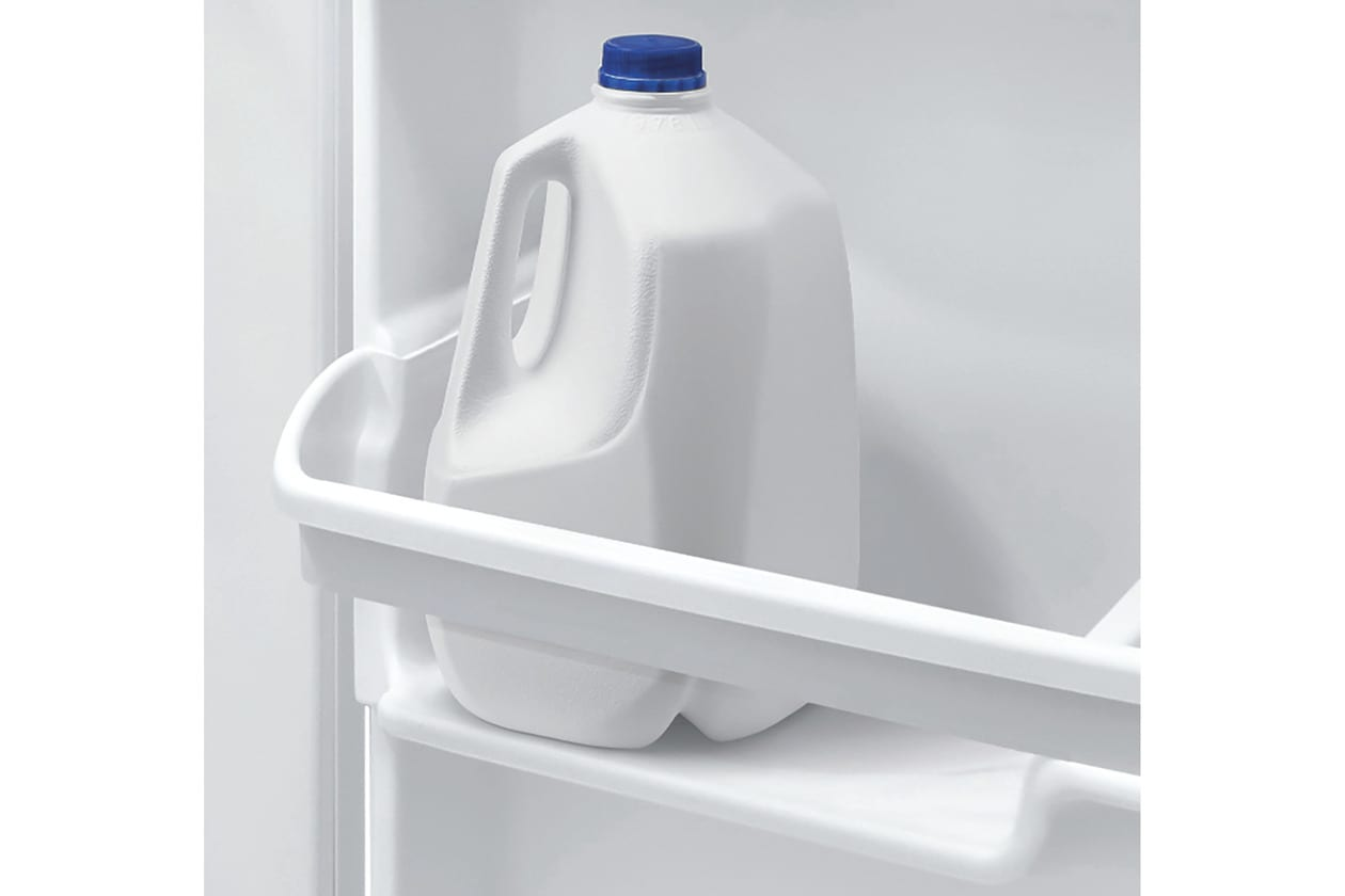 Model: FFTR1814TW   Frigidaire 18 Cu. Ft. Top Freezer Refrigerator