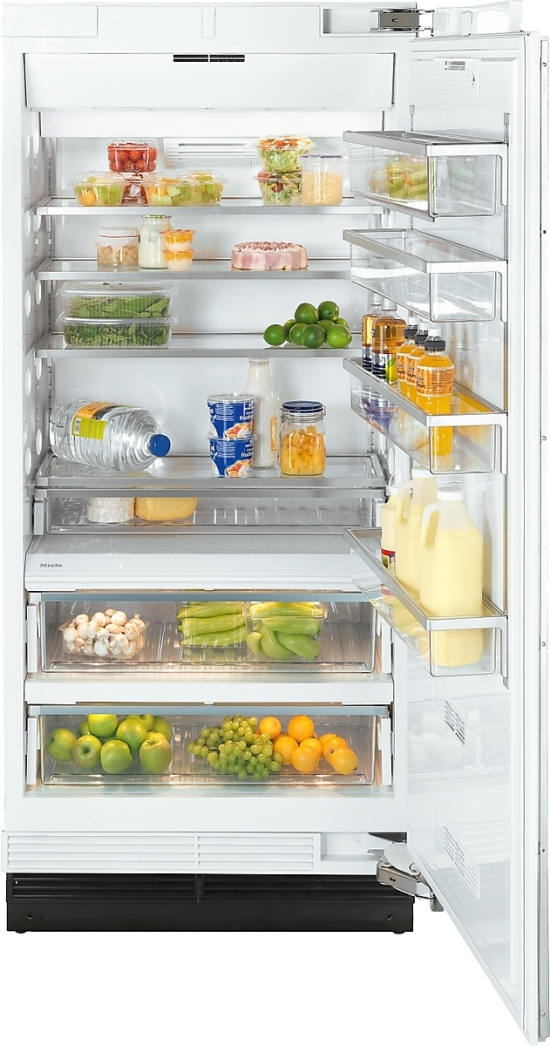 MasterCool refrigerator with high-quality features and maximum storage space for fresh food.