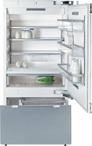 MasterCool™ fridge-freezerwith maximum storage space and high-quality features for exacting demands.