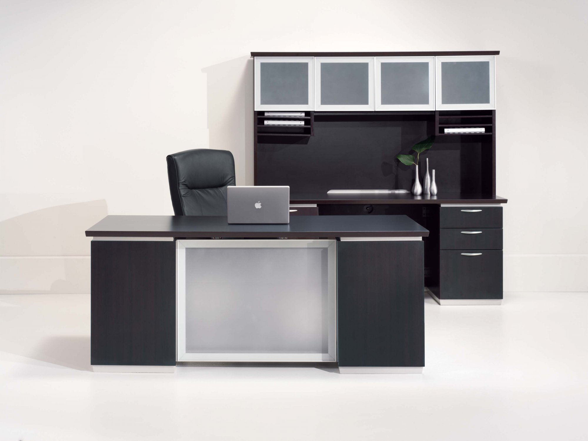 Flexsteel Pimlico  Executive Desk with Frosted Glass Modesty Panel