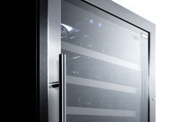 Model: SWC902D | Summit Seamless stainless steel trimmed door and full-extension shelving