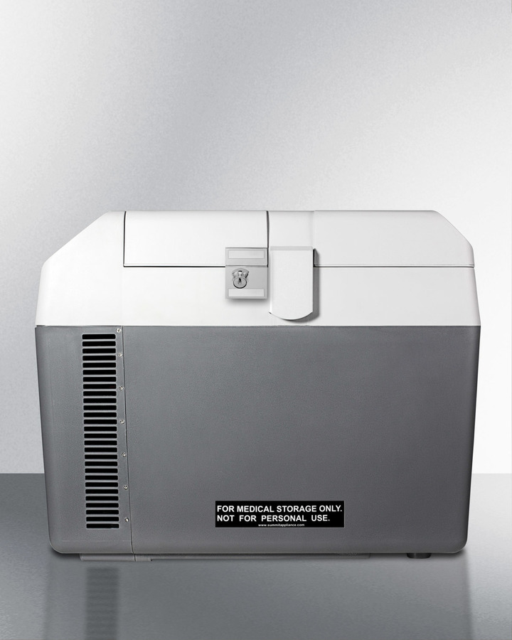 Portable 12V/24V cooler capable of operating at -18º C or standard refrigerator temperatures, with lock and trolley included