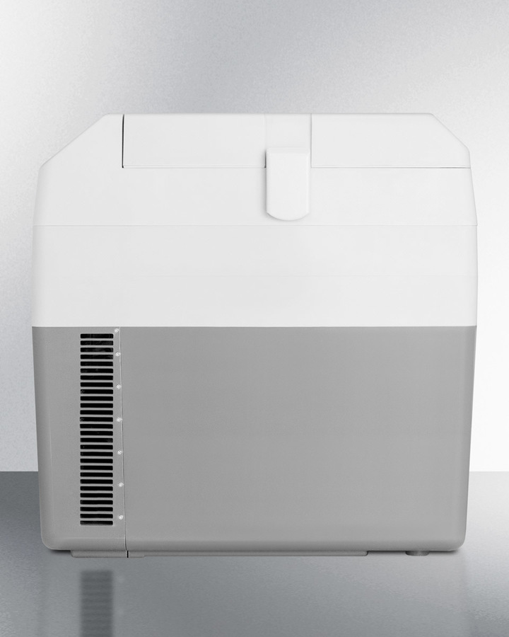Portable 12V/24V cooler capable of operating at -18º C or standard refrigerator temperatures