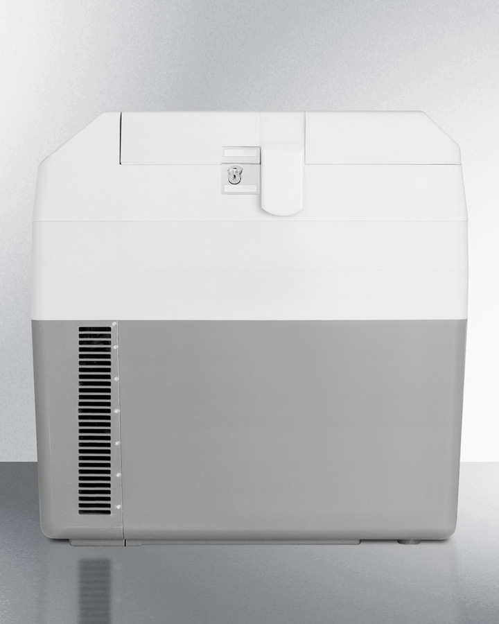 Portable 12V/24V cooler with lock capable of operating at -18º C or standard refrigerator temperatures