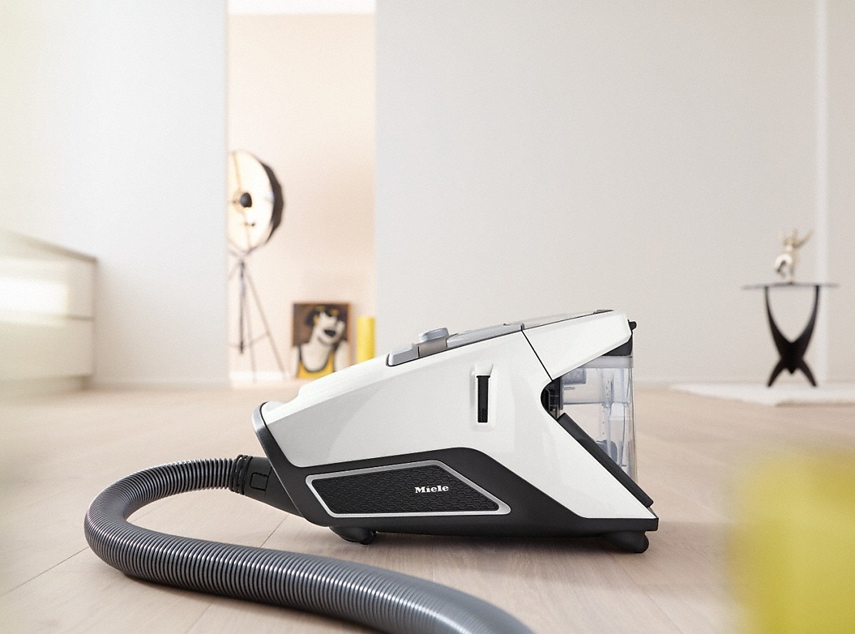 Model: Blizzard CX1 Cat & Dog PowerLine - SKCE0 | Miele Bagless canister vacuum cleanerswith electrobrush for thorough cleaning of heavy-duty carpeting.