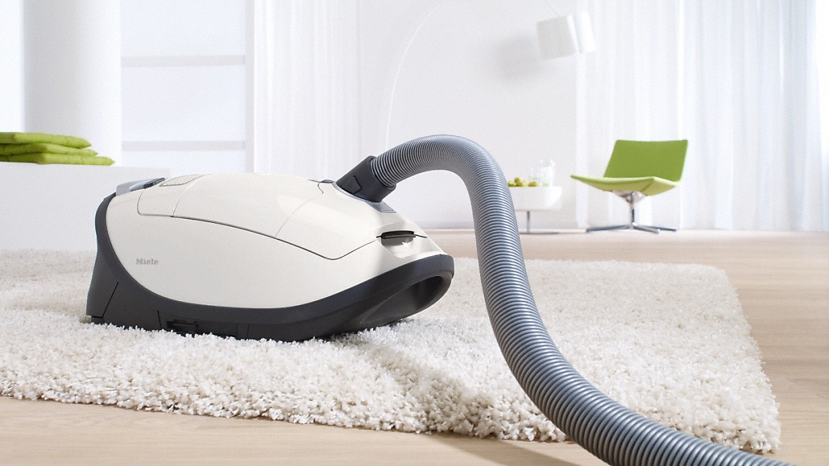 Model: Complete C3 Cat&Dog PowerLine - SGEE0 | Miele canister vacuum cleaners With turbobrush and odor filter; ideal for pet lovers.