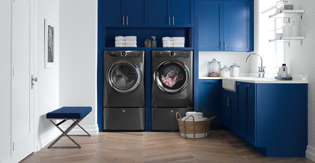Front Load Perfect Steam™ Electric Dryer with Instant Refresh and 8 cycles - 8.0 Cu. Ft.
